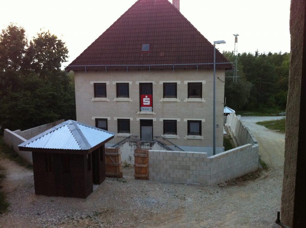 Feststehendes Gebäude in Hohenfels, das bei dem NATO-Manöver Combined Resolve VII als Sparkasse fungiert