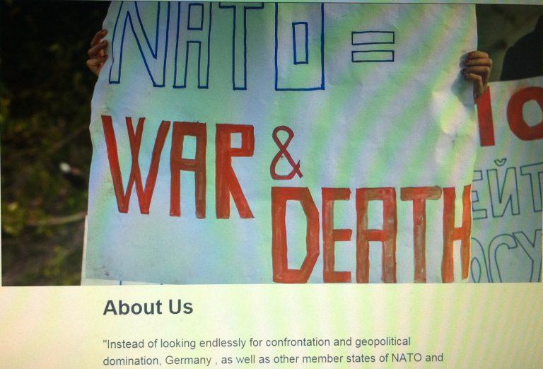 Screenshot einer trainings-internen NATO-kritischen Website auf dem ein Plakat abgebildet ist, das die NATO mit Krieg und Tod gleichsetzt