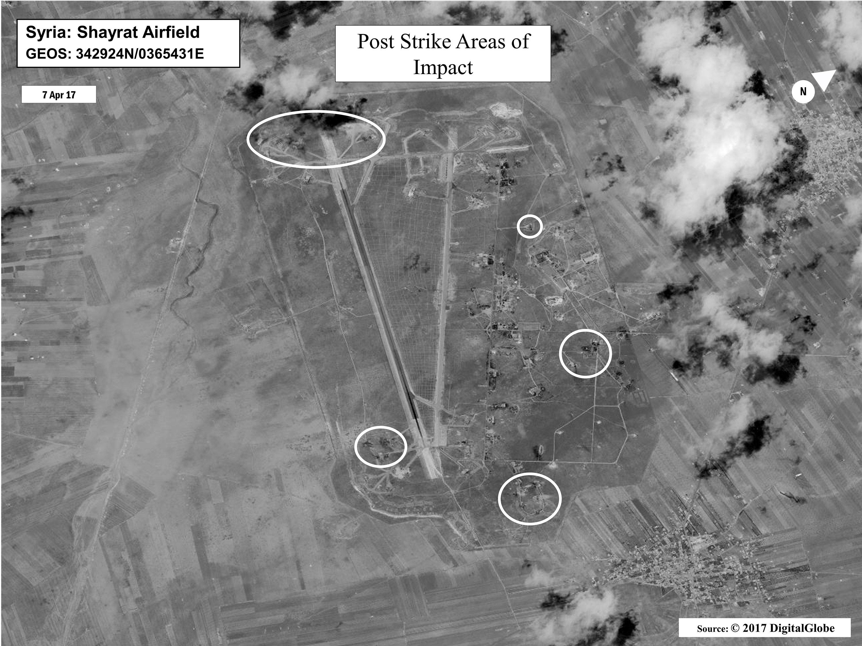 Luftaufnahmen vom amerikanischen Verteidigungsministerium der syrischen Luftwaffenbasis Al Schairat nach dem US-Tomahawk-Angriff